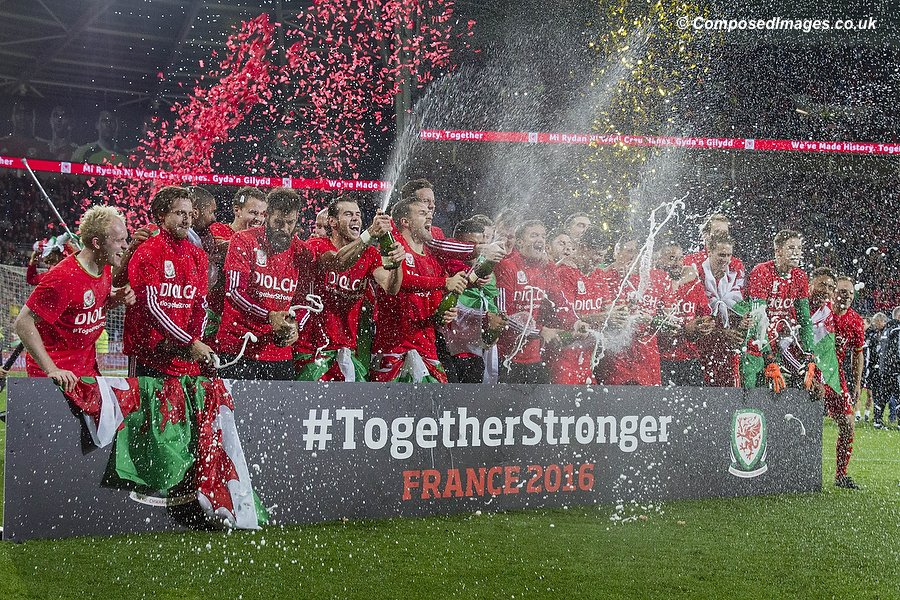 Wales players celebrate their country's first qualification for a major tournament since 1958 after the UEFA Euro 2016 qualification match between Wales and Andorra at Cardiff City Stadium, 13/10/15.