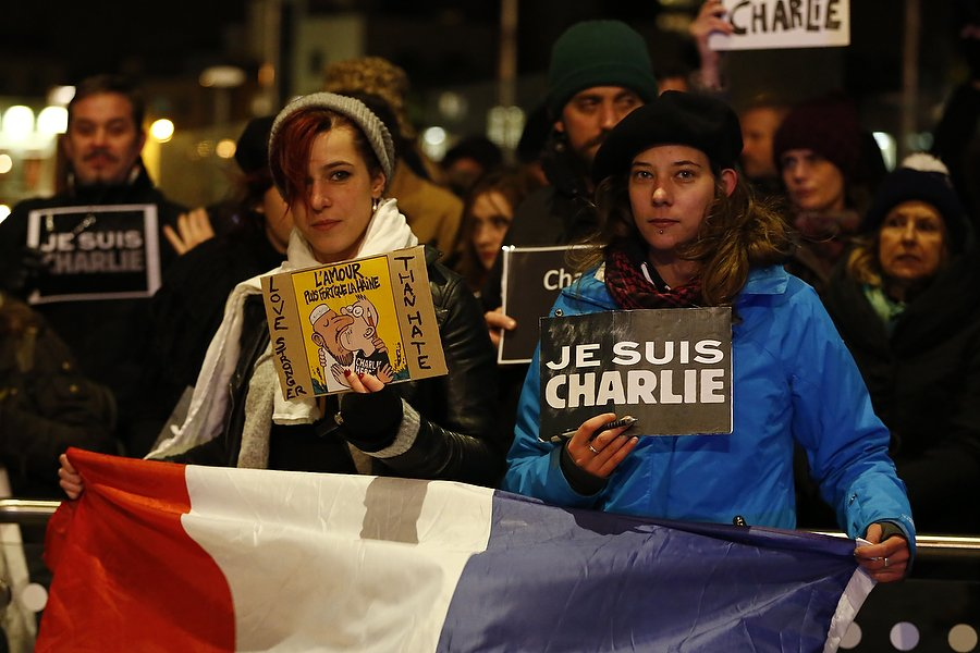 Silent rally in Cardiff Bay to honour the victims of the Charlie Hebdo massacre in Paris. © Mark Hawkins WALES NEWS SERVICE 07949023795 11/01/2015